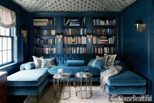 blue-velevet-sectional-navy-blue-walls-house-beautiful (1)