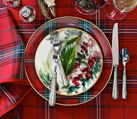 12 Favorite Christmas Table Settings