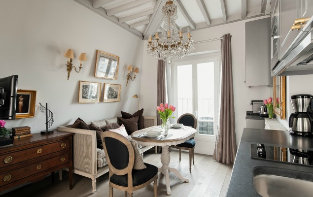 Cremant-de-Bourgogne-Paris-Studio-Living-Room