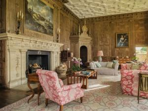 Great Houses, Modern Aristocrats