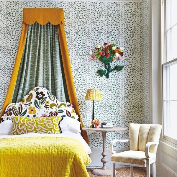 Credit/ Rachel Whiting-House & Garden UK/ April 2016 #canopybeds #wallpaper #bedrooms
